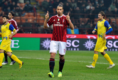Ibrahimović scores a brace as Milan beats Inter 2-1.