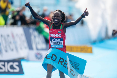 Peres Jepchirchir sets new record at world half marathons.