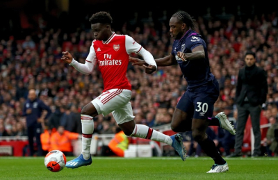 Saka's first Premier League goal helps Arsenal to 2-0 win.
