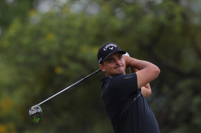Bezuidenhout in 6-way tie for SA Open lead.