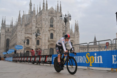 Tao Geoghegan Hart wins Giro d'Italia on final stage.